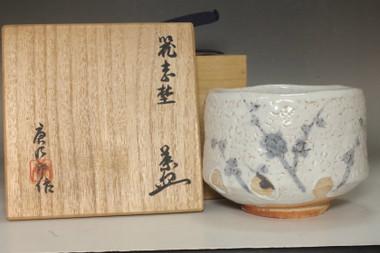 sale: Arakawa Toyozo (1894-1985) Vintage shino ware bowl