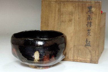 sale: 10th Raku Tannyu (1795-1854) Antique kuro-raku tea bowl