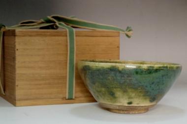 sale:  Kato Shuntai (1802-1877) Antique Oribe greazed tea bowl