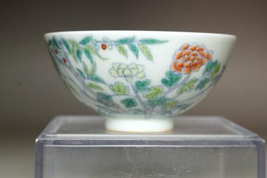 sale: Chinese porcelain cup w Yongzheng mark