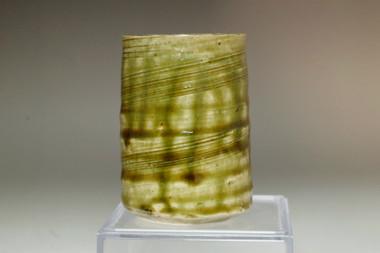 sale: Suzuki Goro (1941- ) Olive green pottery small tumbler