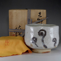 sale: Shino chawan - Japanese pottery bowl w tomobako by Arakawa Toyozo