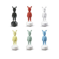 """Lladro The Guest - Little """" Withe or Black or Red or Yelow or Blue or Green"""" (7732 / 7733 / 7734 / 7735 / 7736 / 7737 )"""