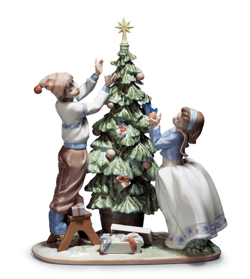 LLADRO TRIMMING THE TREE (01005897 / 5897)