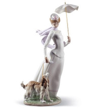 LLADRO LADY WITH SHAWL (01008679 / 8679)