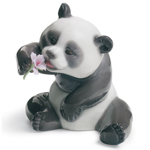 Lladro Porcelain A Cheerful Panda Figurine 01008358