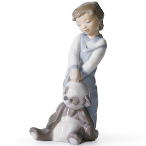 Lladro Porcelain First Discoveries Boy Figurine 01006974