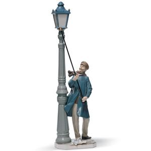 Lladro Porcelain Lamplighter Figurine 01005205