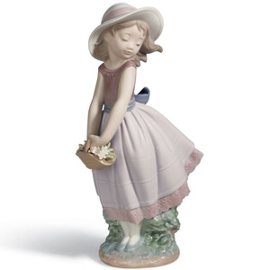 Lladro Porcelain Pretty Innocence Girl Figurine 01008246