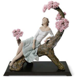 Lladro Porcelain Sweet Scent Of Blossoms Woman Figurine Limited Edition 01008360