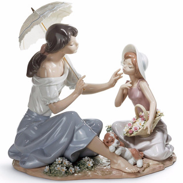 Lladro Porcelain As Pretty As A Flower Women Figurine 01006910