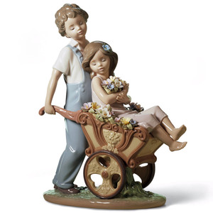 Lladro Porcelain The Prettiest Of All Couple Figurine 01006850