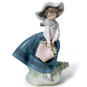 Lladro Porcelain Pretty Pickings Girl Figurine 01005222