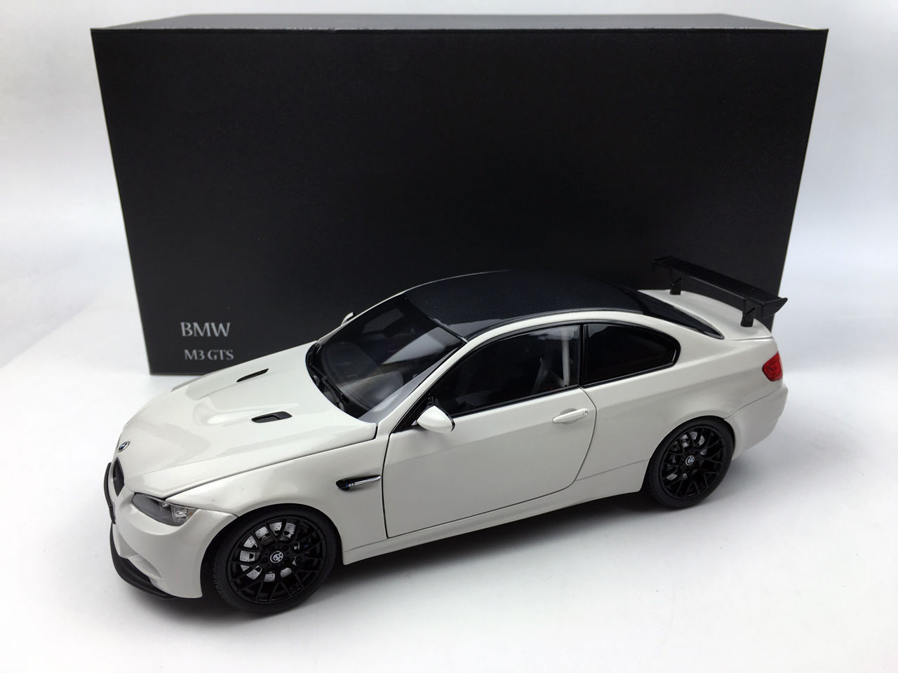 kyosho 1/18 scale bmw m3 gts 25 years anniversary alpine white