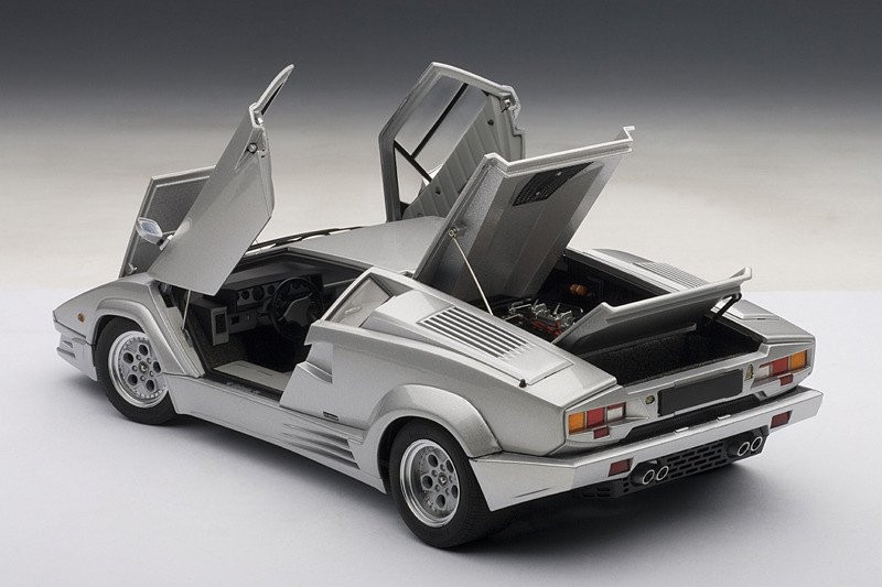 Lamborghini Countach 25th Anniversary Edition Silver 1 18 Scale