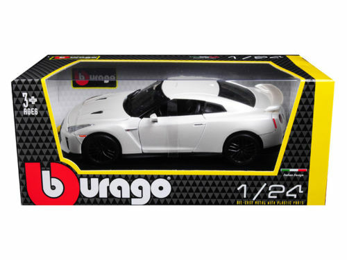 2017 Nissan GT-R R35 White 1/24 Scale Diecast Car Model By BBurago 21082