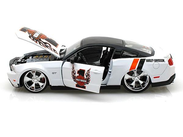 MAISTO 32170 HARLEY DAVIDSON 2011 FORD MUSTANG GT #1 1//24 DIECAST MODEL WHITE