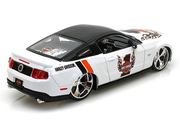 MAISTO 1:24 HARLEY-DAVIDSON 2011 FORD MUSTANG GT DIE-CAST WHITE 32170