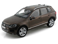 Kyosho 1/18 Scale 2010 VW Volkswagen Touareg TSI Graciosa Metallic Brown Diecast Car Model 08822 GBR