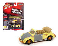 1975 VOLKSWAGEN SUPER BEETLE BUG PROJECT IN PROGRESS YELLOW 1/64 SCALE DIECAST CAR MODEL BY JOHNNY LIGHTNING JLSP145 A