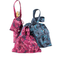 A small and medium gift bag plus a bottle bag to easily wrap your gift.