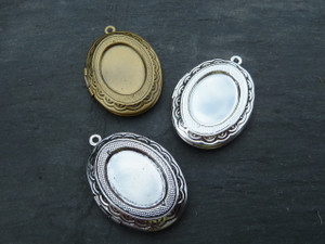 Beautiful Oval Locket with 13x18mm Tray