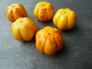 Howlite Pumpkins 16x20mm