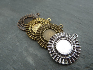 Ornate Round Pendant Trays 12mm