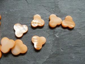 Peach Shell Trefoil Beads 14mm