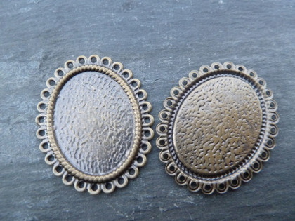 Shallow Scalloped Oval Pendant Trays 18x25mm