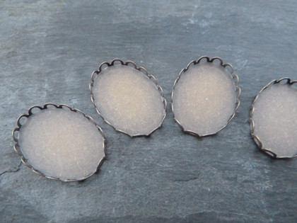 Scalloped Oval Trays 18x25mm