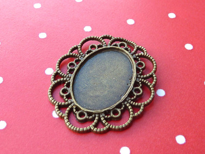 Ornate Oval Open-Framed Pendant Trays 18x25mm