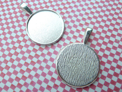 Savvy Crafter Round Pendant Trays 24mm