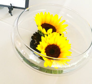 A Simple design for summer- glass bowl with sunflowers make a perfect touch to the tables