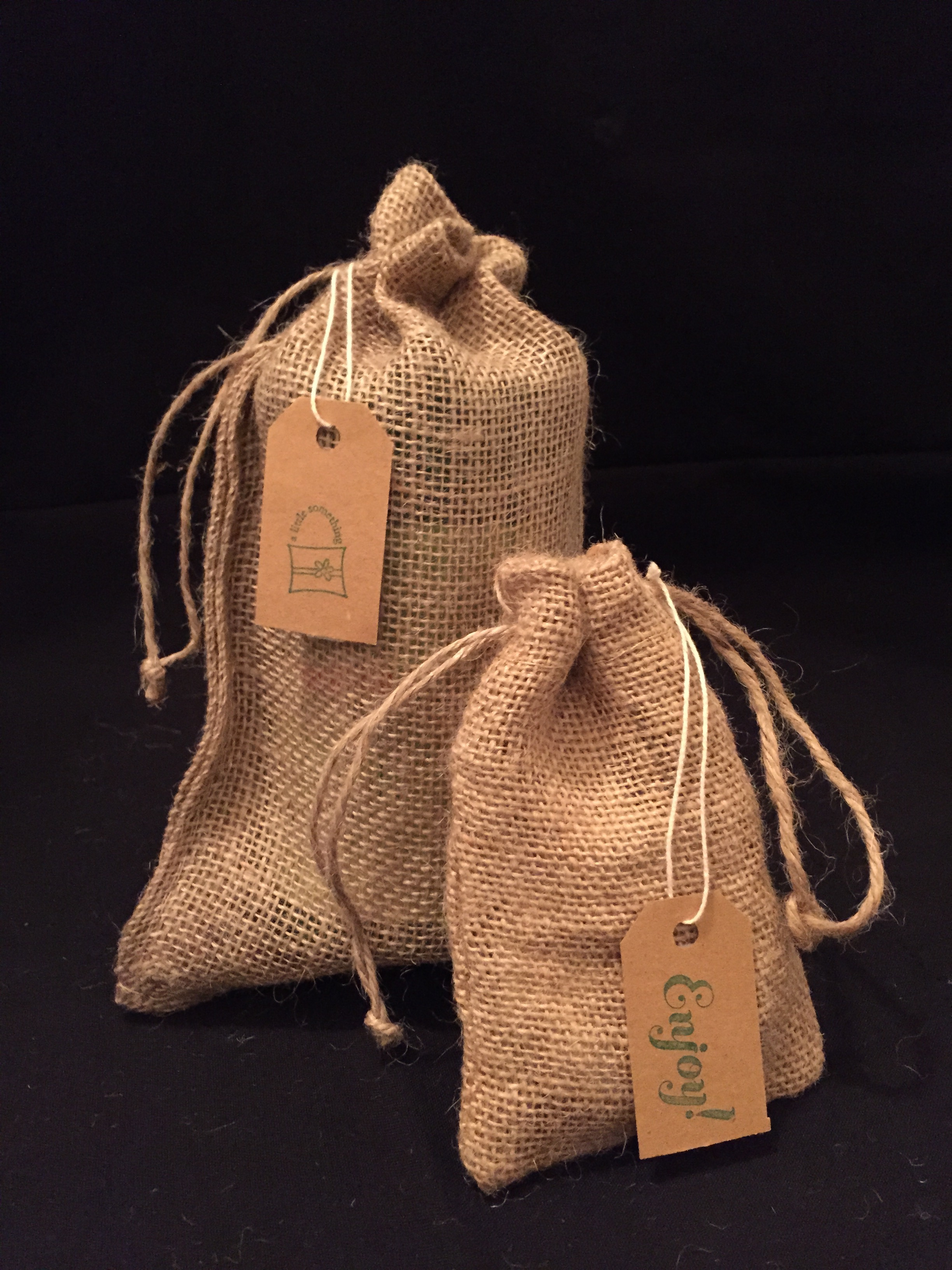 eco-friendly-burlap-gift-wrap.jpg