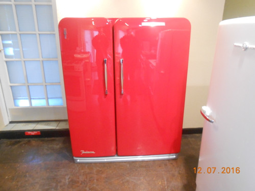 VINTAGE KELVINATOR MID-CENTURY SIDE BY SIDE REFRIGERATOR WIRE SHELVES 2 CRISPER DRAWERS PULL OUT BASKET IN REFRIGERATOR 2 DAIRY DOORS EGG STORAGE IN THE DOOR FREEZER HAS PLENTY OF DOOR STORAGE NEW PAINT JOB RED BODY SHOP QUALITY