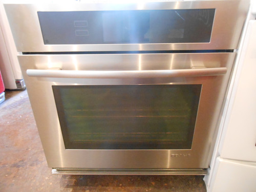 """Jenn-Air Oven 30 Inch Wall Oven with 5.0 Cubic foot Capacity Extendable Roller Rack  Self Clean  Vertical Dual Fan Convection 7"""" Color LCD Touch Display and Halogen Lighting LOCATED IN OUR PORTLAND OREGON APPLIANCE STORE"""
