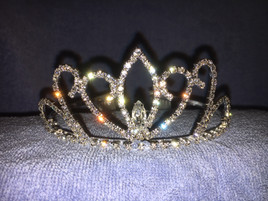 "2"" tall crown with side combs (foso17)"