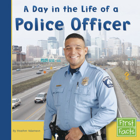 A Day in the Life of a Police Officer (Miniature Edition) - 9780736846707 by Heather Adamson, 9780736846707