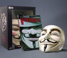 V for Vendetta Book & Mask Set by Alan Moore, David Lloyd, 9781779511737