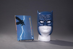 Batman: The Dark Knight Returns Book & Mask Set by Frank Miller, Lynn Varney, 9781401267742