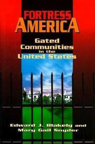 Fortress America (Gated Communities in the United States) by Edward J. Blakely, Mary Gail Snyder, 9780815710028