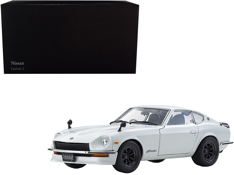 1970 Nissan Fairlady Z-L S30 RHD Right Hand Drive White Pearl 1/18 Diecast Model Car Kyosho 08220 WP