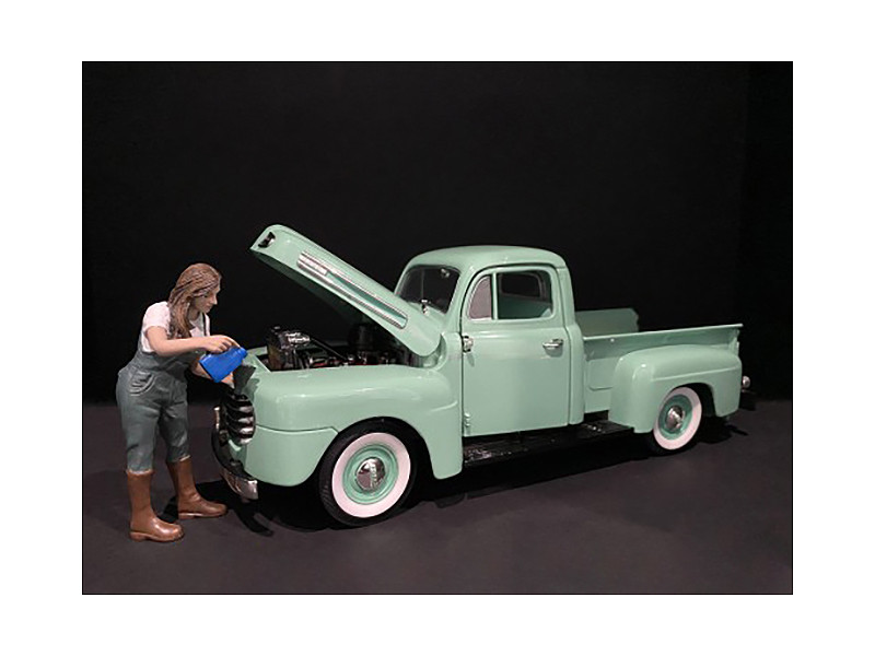 Car Girl in Tee Kylie Figurine for 1/18 Scale Models American Diorama 38238