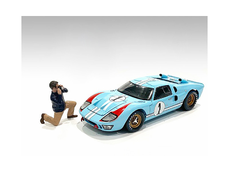 Race Day 2 Figurine IV 1/24 Scale Models American Diorama 76398