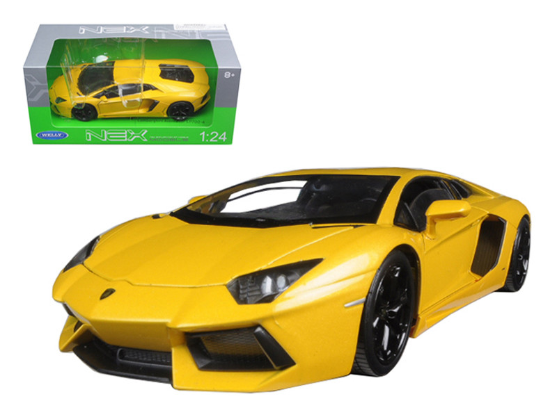 Lamborghini Aventador LP700-4 Yellow 1/24 Diecast Model Car Welly 24033
