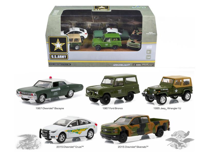 US Army Base 5 Cars Motor World Diorama Set 1/64 Diecast Model Cars Greenlight 58028