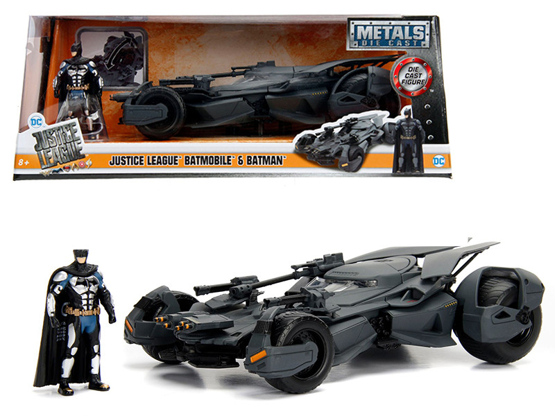 2017 Justice League Batmobile with diecast Batman Figure 1/24 Diecast Model Car Jada 99232