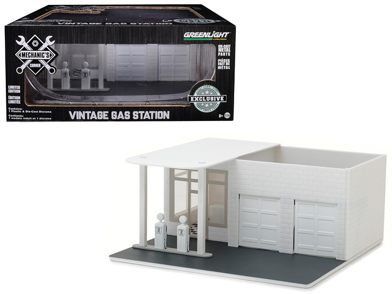 Mechanic's Corner Vintage Gas Station Plain White Hobby Exclusive 1/64 Greenlight 57014