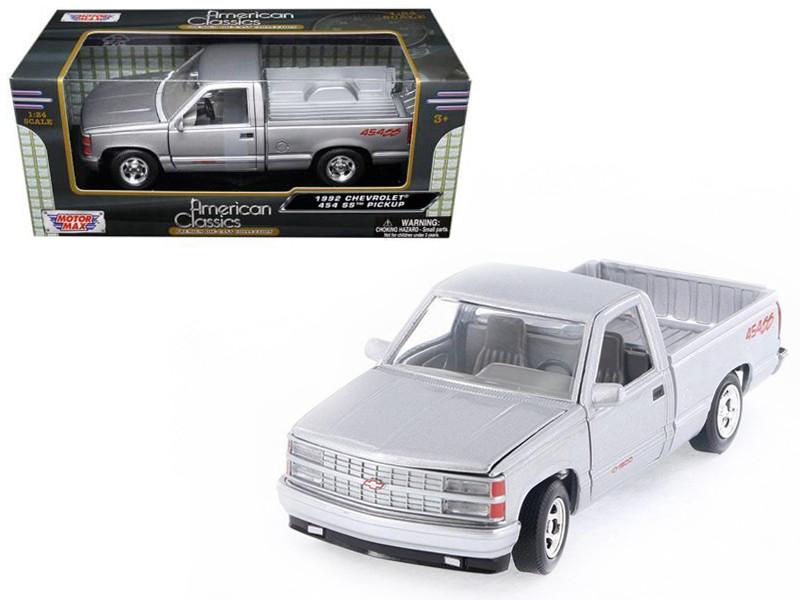 1992 Chevrolet SS 454 Pickup Truck Silver 1/24 Diecast Model Motormax 73203